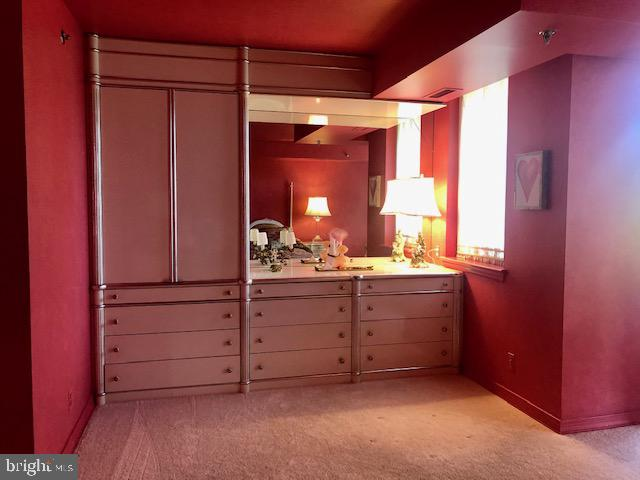 Master Bedroom Built-In - 5809 NICHOLSON LN #409, NORTH BETHESDA