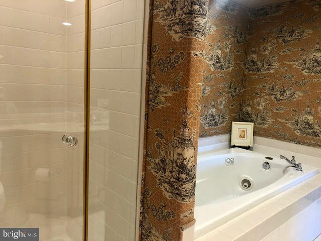 Second Full Bath with Seperate Shower - 5809 NICHOLSON LN #409, NORTH BETHESDA