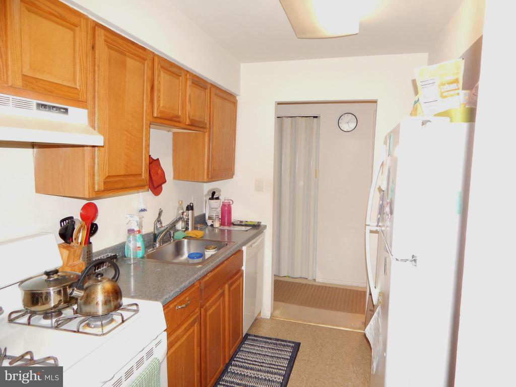 Kitchen View 2 - 3374 WOODBURN RD #24, ANNANDALE