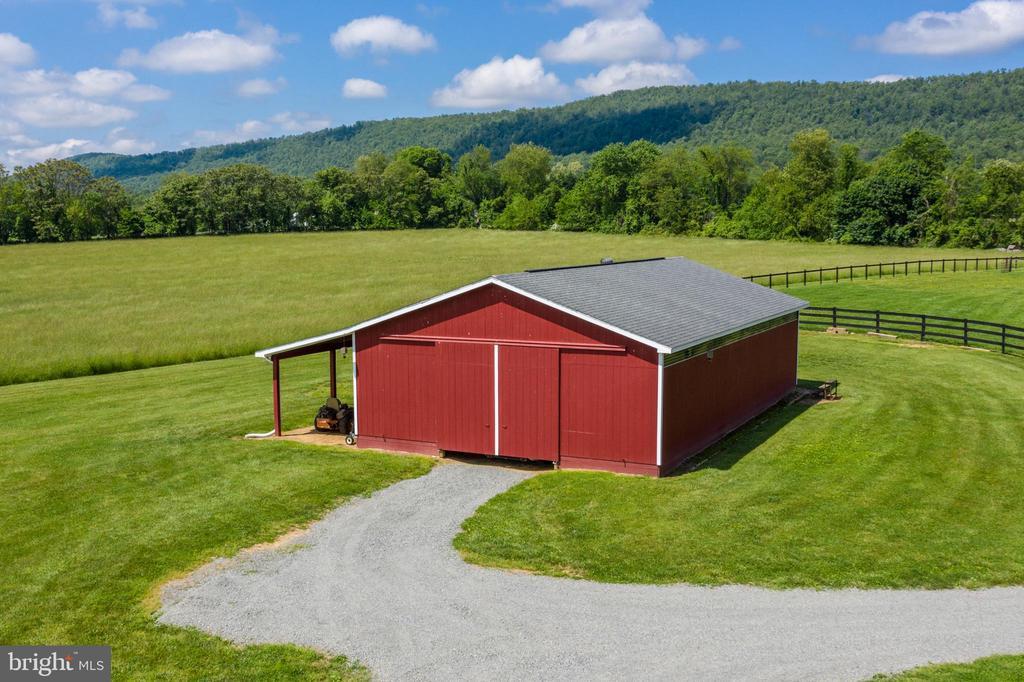 50 X 30 Equipment Barn with 10 foot Overhang - 37986 KITE LN, LOVETTSVILLE