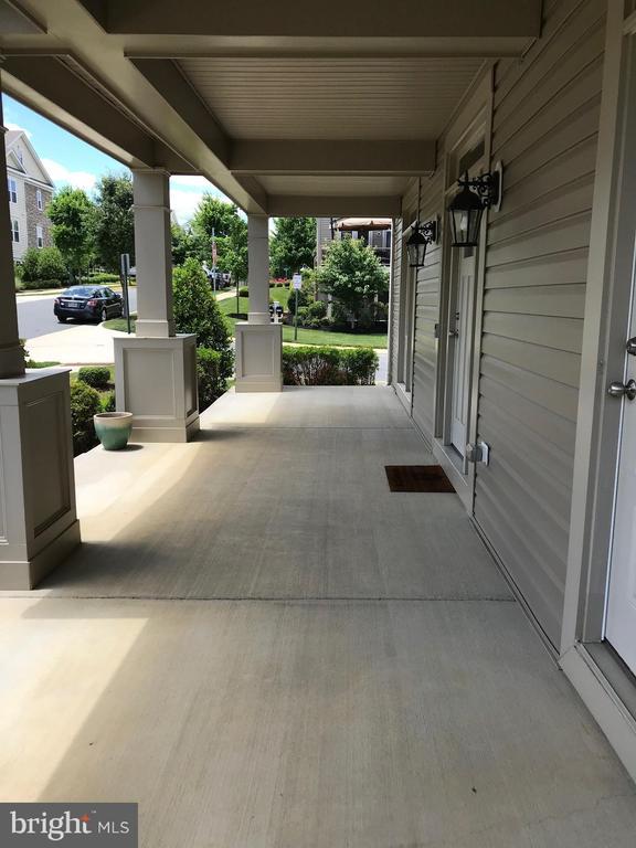Wide concrete front porch - 112 FREESIA LN, STAFFORD