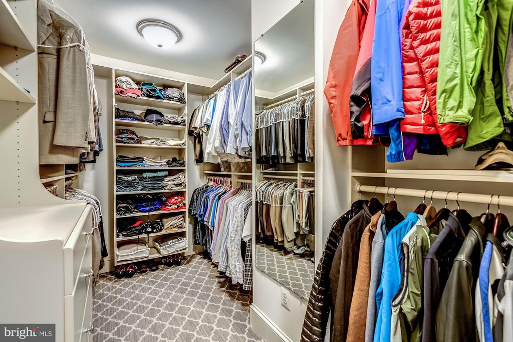 His Walk-in Closet - 606 DEERFIELD POND CT, GREAT FALLS