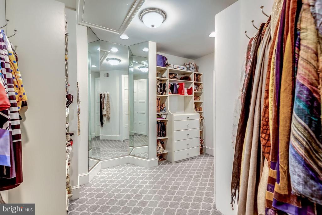 Her Walk-in Closet - 606 DEERFIELD POND CT, GREAT FALLS