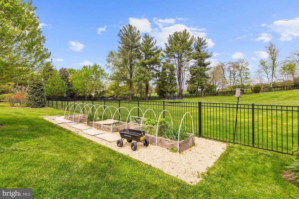 Vegetable Garden - 606 DEERFIELD POND CT, GREAT FALLS