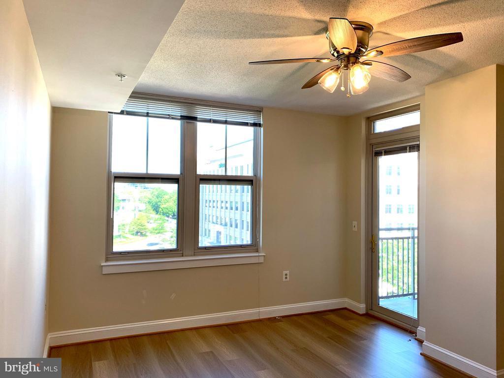 Living Room w/ Door to Balcony - 11760 SUNRISE VALLEY DR #606, RESTON