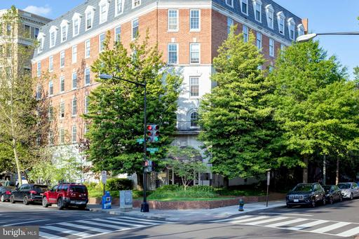 1880 COLUMBIA RD NW #206