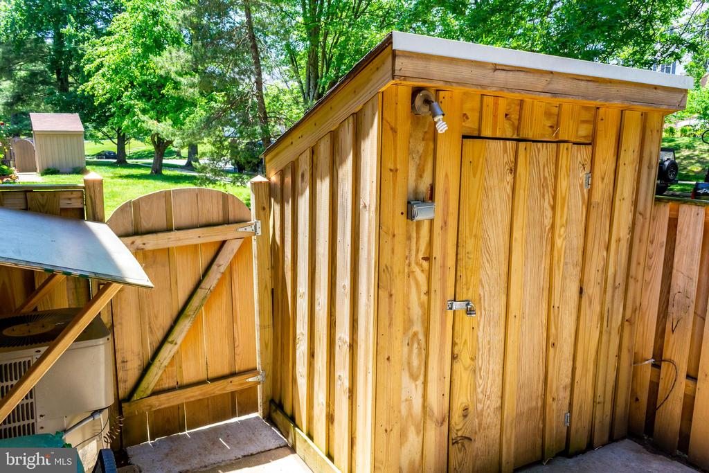 Patio with shed - 12736 SESAME SEED CT, GERMANTOWN