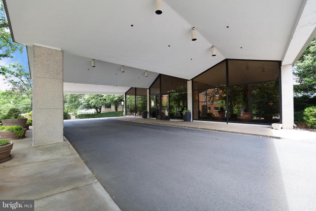 The Prospect House Covered Front Entrance - 1200 N NASH ST #824, ARLINGTON