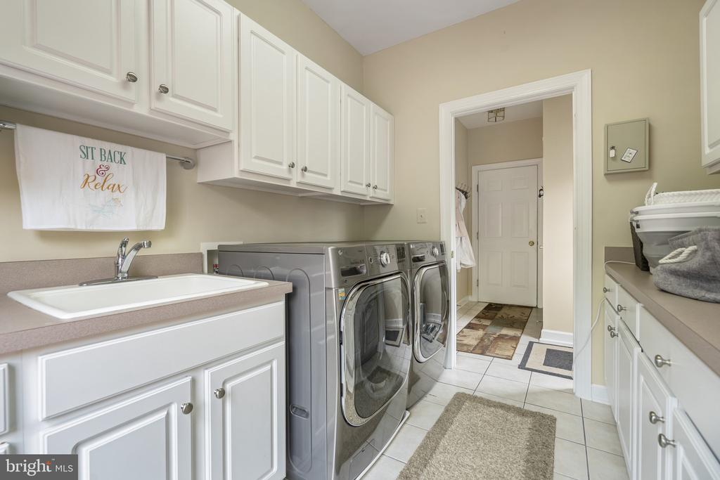 Laundry room with Shelves and Counters - 40243 FEATHERBED LN, LOVETTSVILLE