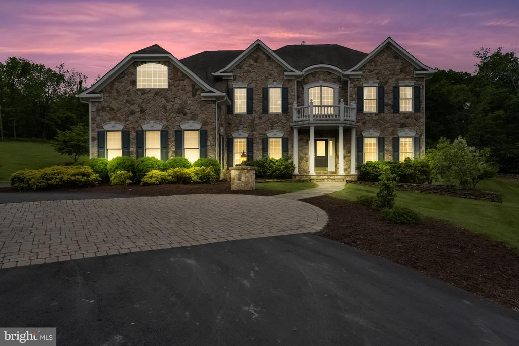 Front Exterior - Night Photo - 40243 FEATHERBED LN, LOVETTSVILLE