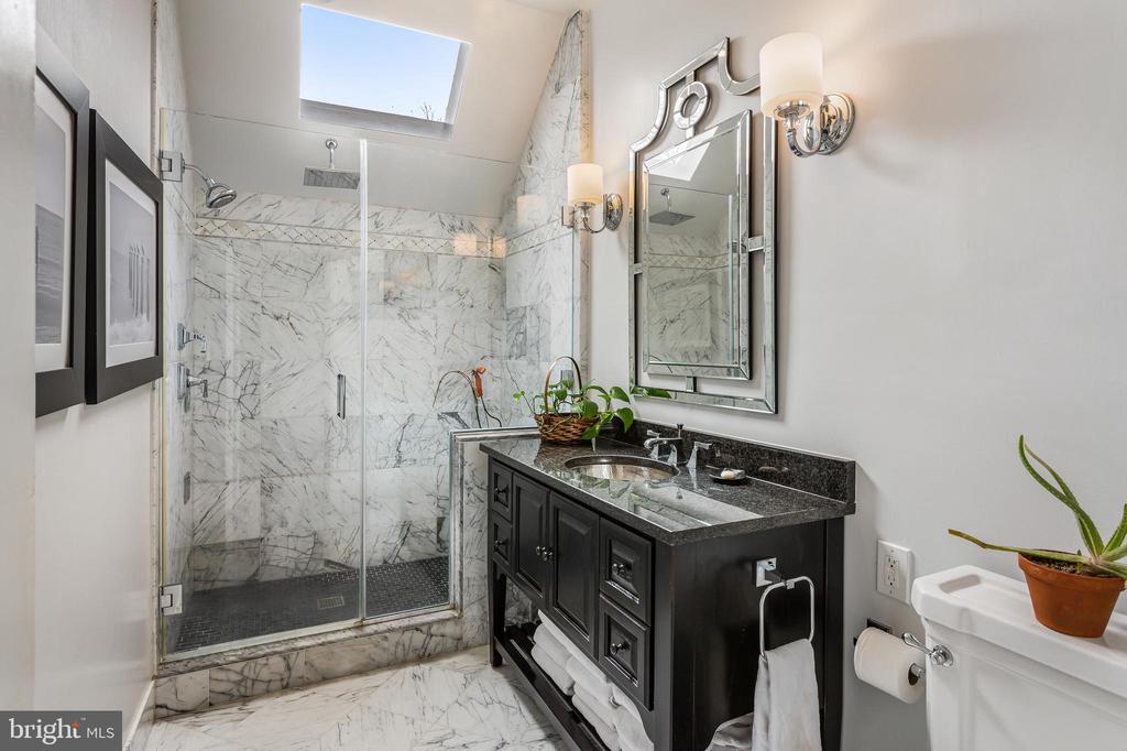 Master Bathroom - 4301 FOREST LN NW, WASHINGTON