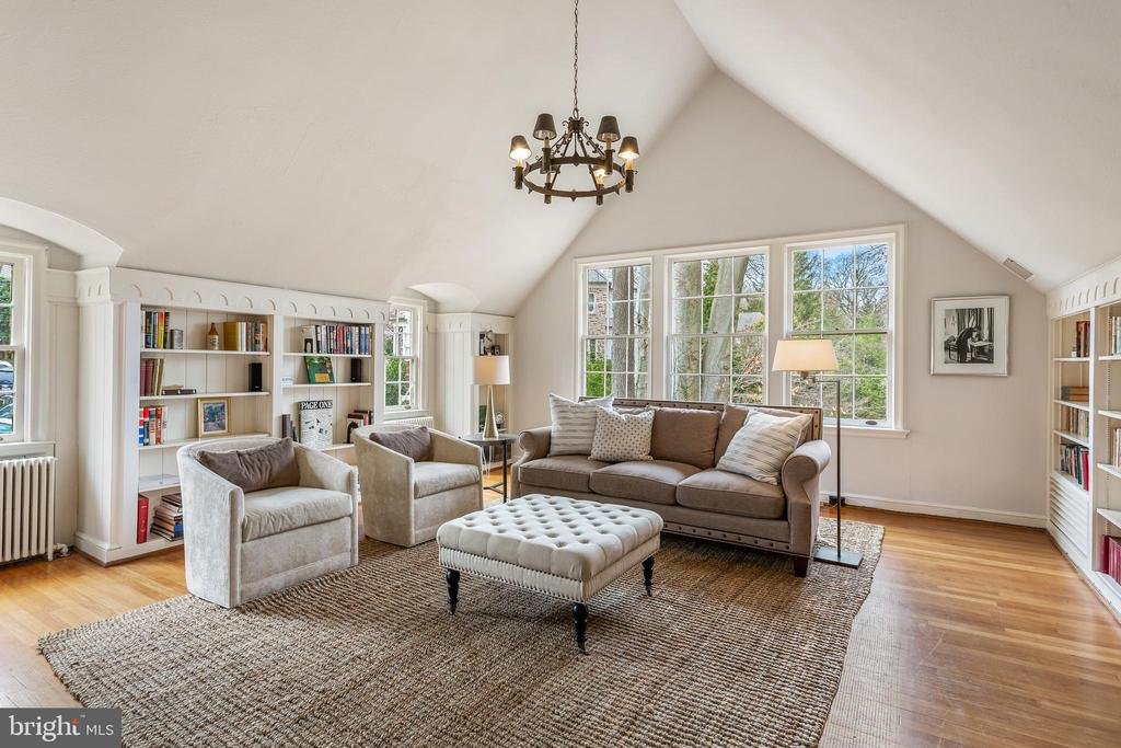 Library/Family Room - 4301 FOREST LN NW, WASHINGTON