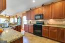 Lots Of Counter Space & Under Cabinet Lighting - 8 BATTERY POINT DR, FREDERICKSBURG