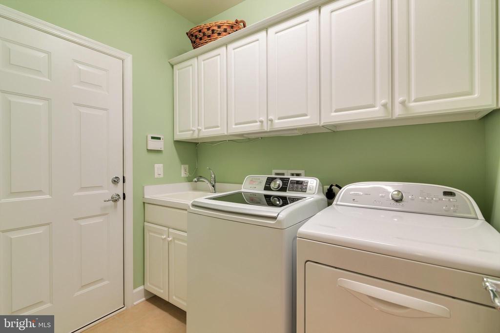 Laundry Room Off Garage - 8 BATTERY POINT DR, FREDERICKSBURG