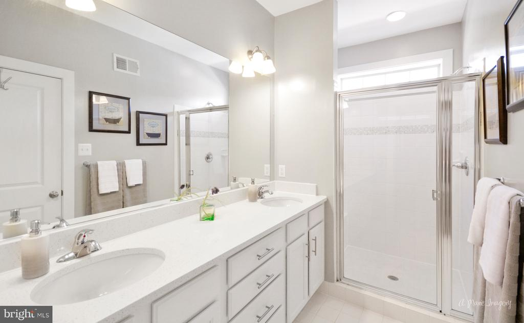 Dual vanities w/ quartz, and double shower heads! - 3239 STONE BARN DR, FREDERICK