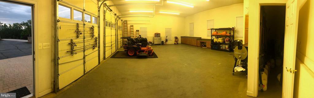 Garage - 40243 FEATHERBED LN, LOVETTSVILLE