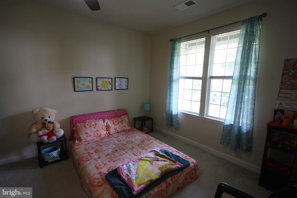 Spacious Light Filled Bedroom - 22691 BLUE ELDER TER #204, BRAMBLETON