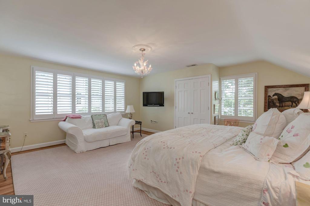 Upper Level - Bedroom 2 with En-Suite Bath - 4070 52ND ST NW, WASHINGTON