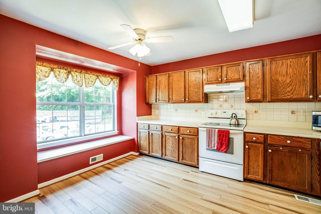 Kitchen with Table Space - 700 CLUB HOUSE RD, FREDERICKSBURG