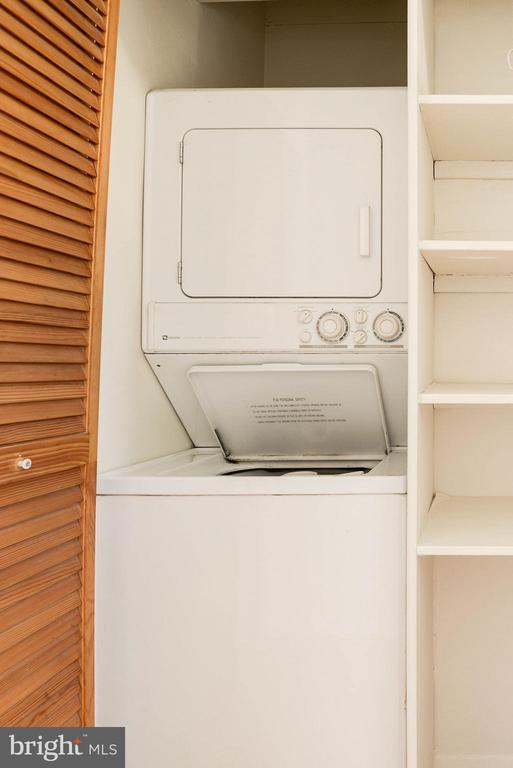 Washer/dryer on bedroom level - 3526 VALLEY DR, ALEXANDRIA