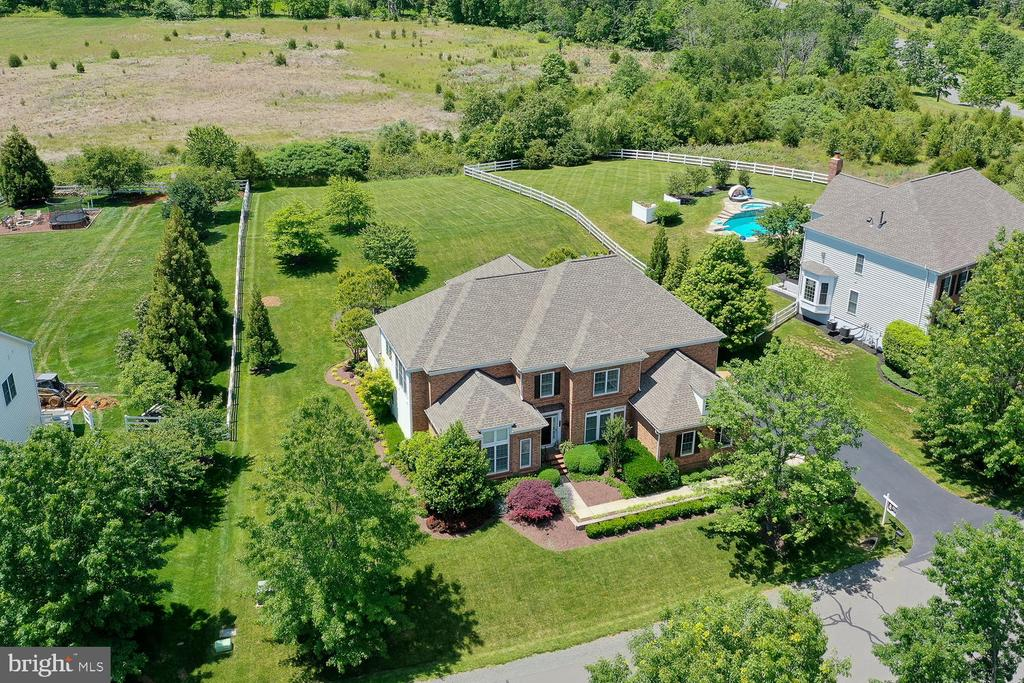Estate Home backing to Conservancy Lot - 21079 MILL BRANCH DR, LEESBURG