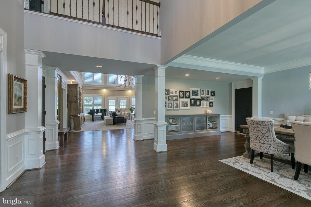 Two-story entry - 21079 MILL BRANCH DR, LEESBURG