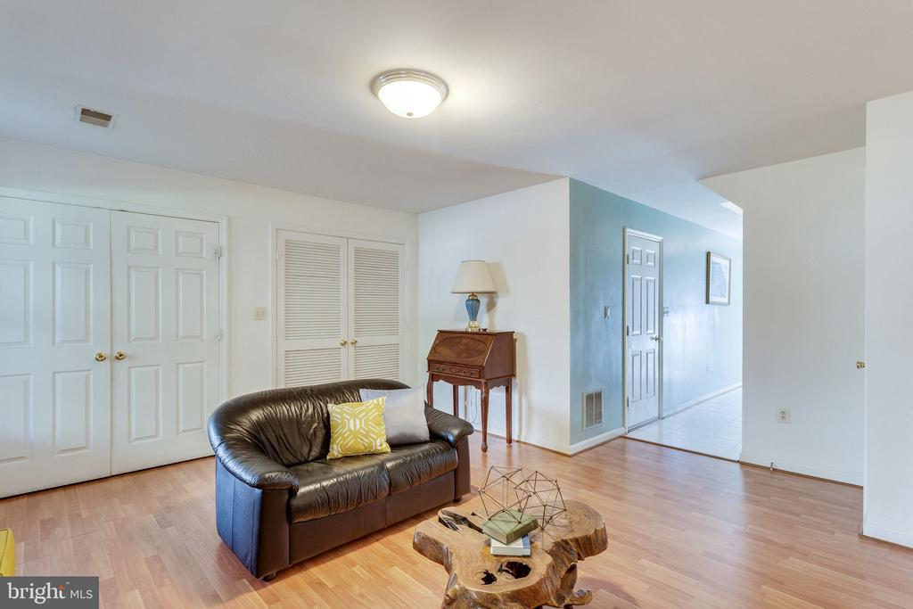 natural light from front to back on lower level - 6362 DAKINE CIR, SPRINGFIELD