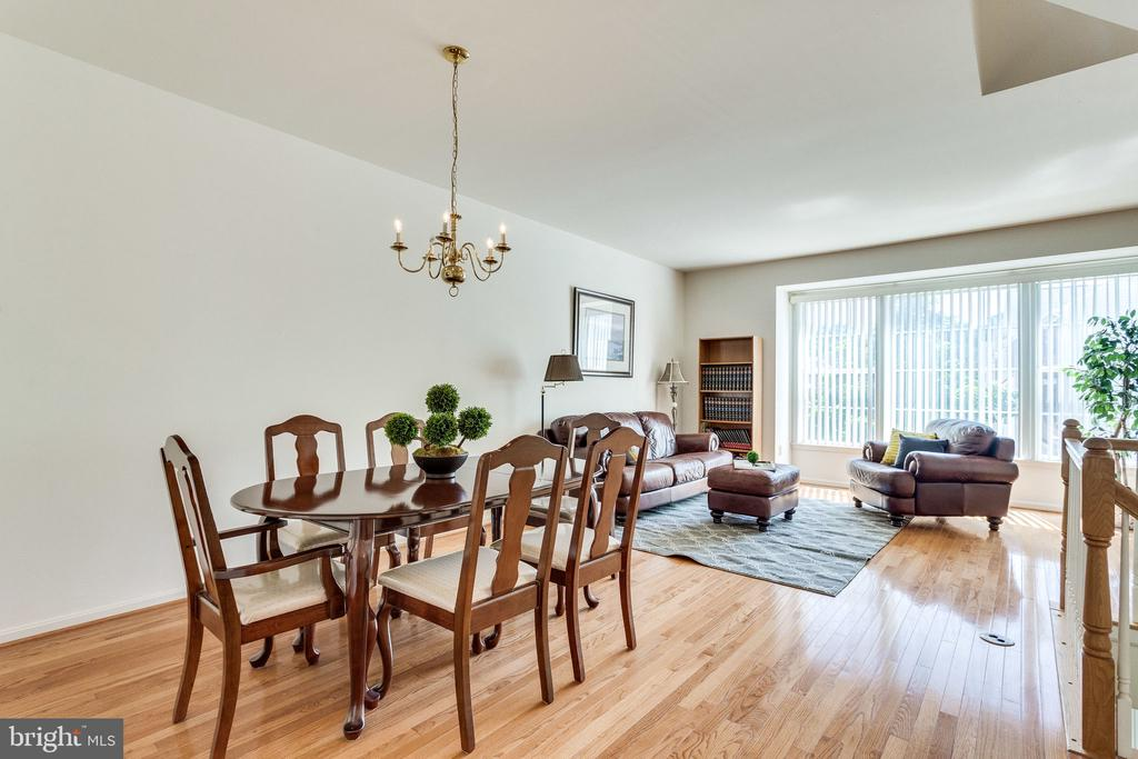 large dining room perfect for family gatherings - 6362 DAKINE CIR, SPRINGFIELD