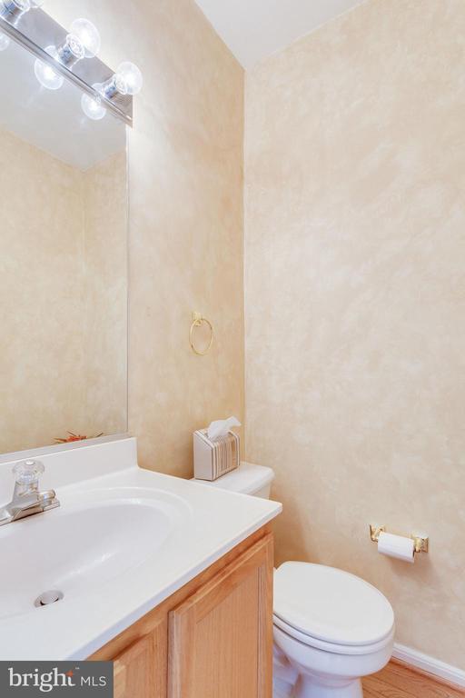 main level half bath - 6362 DAKINE CIR, SPRINGFIELD