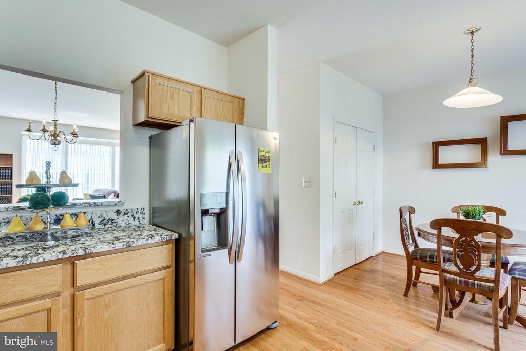 kitchen - 6362 DAKINE CIR, SPRINGFIELD