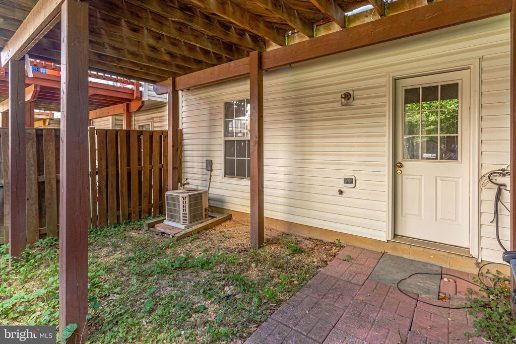 backyard ready for your touches - 6362 DAKINE CIR, SPRINGFIELD