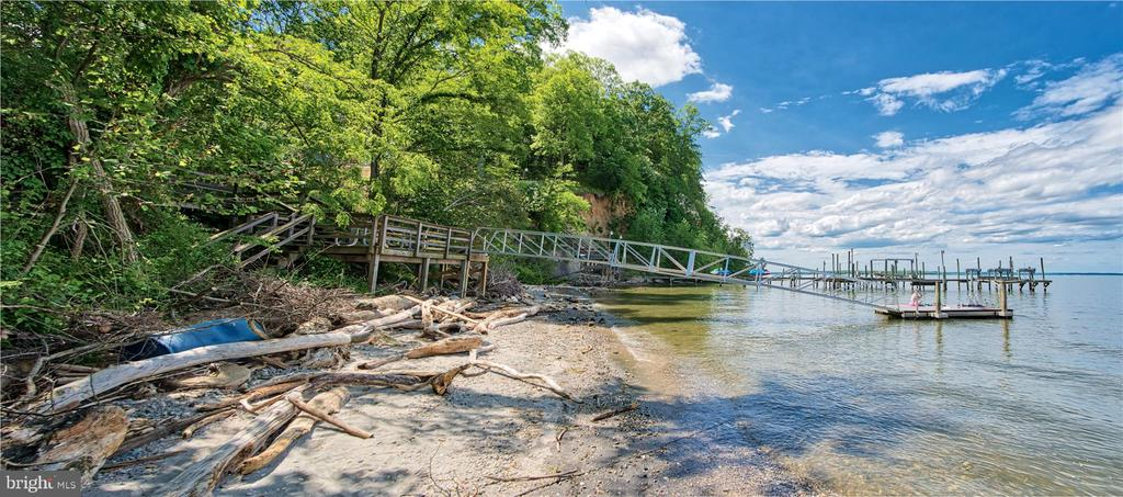Shared community dock - 19 POTOMAC OVERLOOK LN, STAFFORD