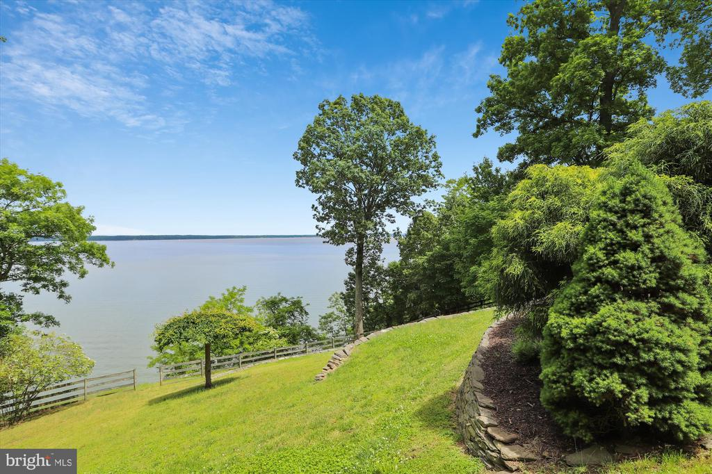 Absolutely STUNNING and private views - 19 POTOMAC OVERLOOK LN, STAFFORD