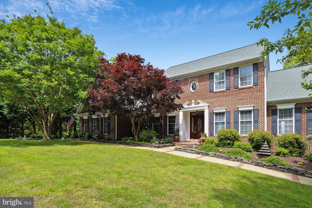 Stately and beautiful exterior - 19 POTOMAC OVERLOOK LN, STAFFORD