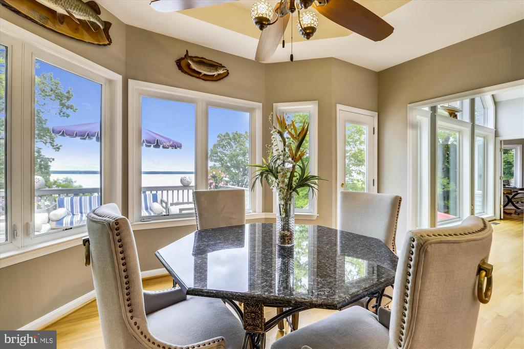 Breakfast nook surrounded by windows with a view! - 19 POTOMAC OVERLOOK LN, STAFFORD