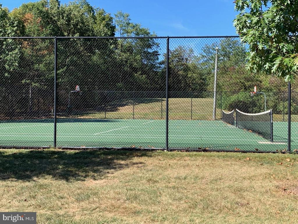 COMMUNITY TENNIS COURTS - 21860 GOLDSTONE TER, STERLING