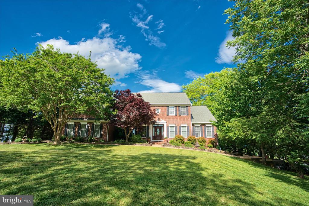 Pristine landscaping on nearly 2 acres - 19 POTOMAC OVERLOOK LN, STAFFORD