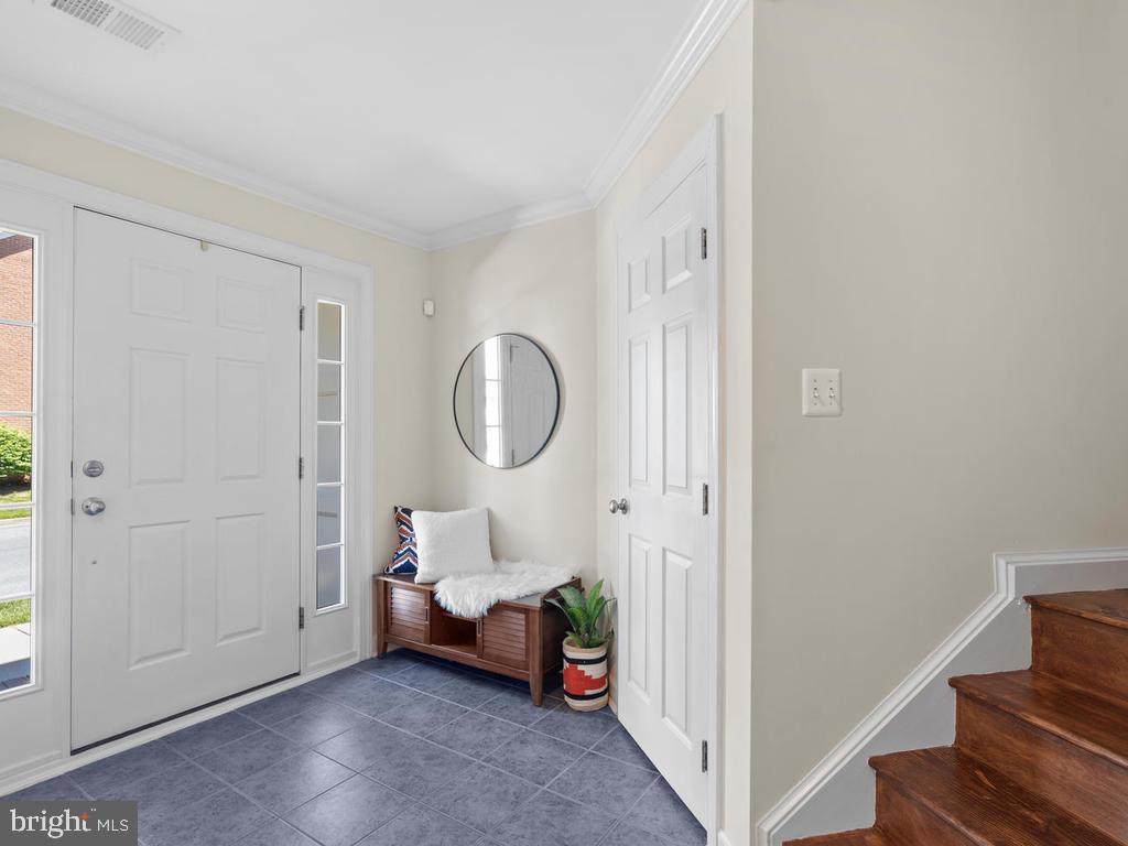 Entryway Nook - 8903 AMELUNG ST, FREDERICK