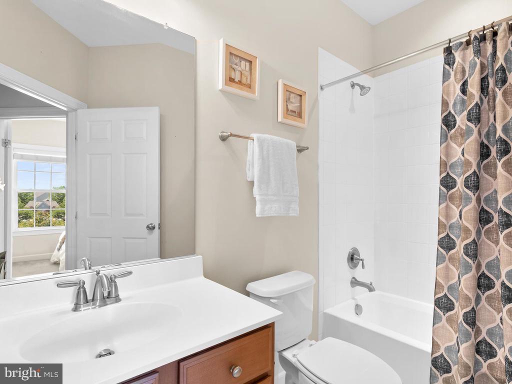Upper Level Hallway Full Bathroom - 8903 AMELUNG ST, FREDERICK
