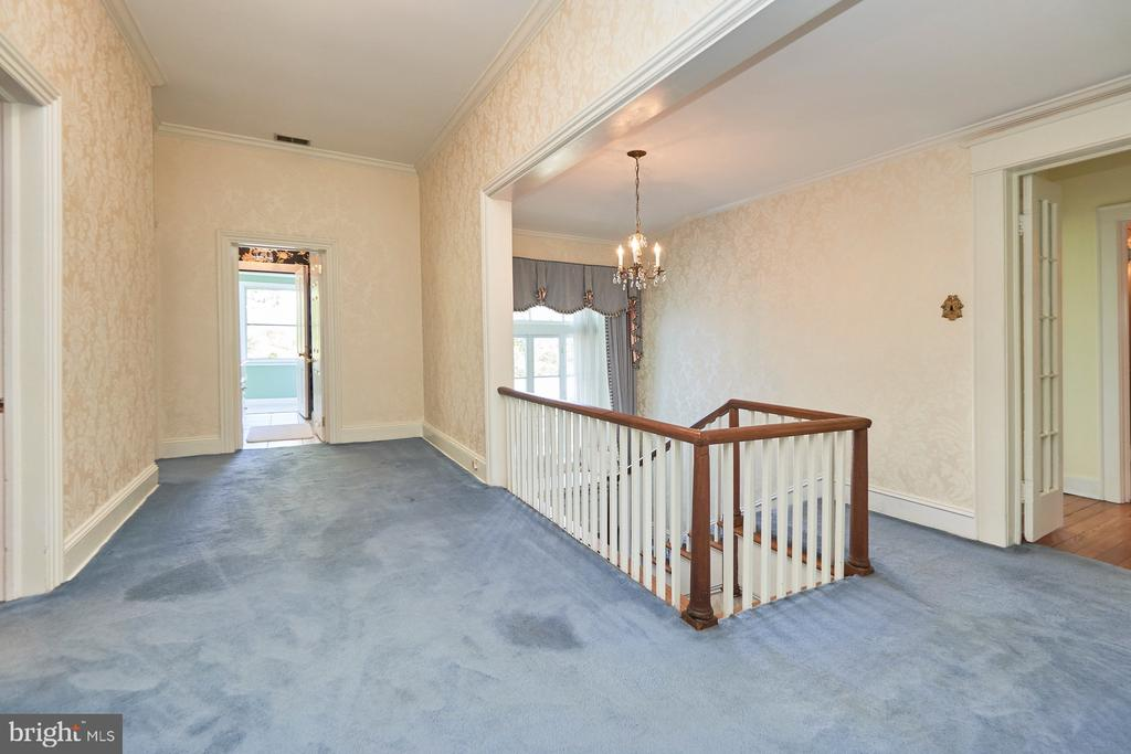 Expansive Upper Level Foyer - 635 S SAMUEL, CHARLES TOWN