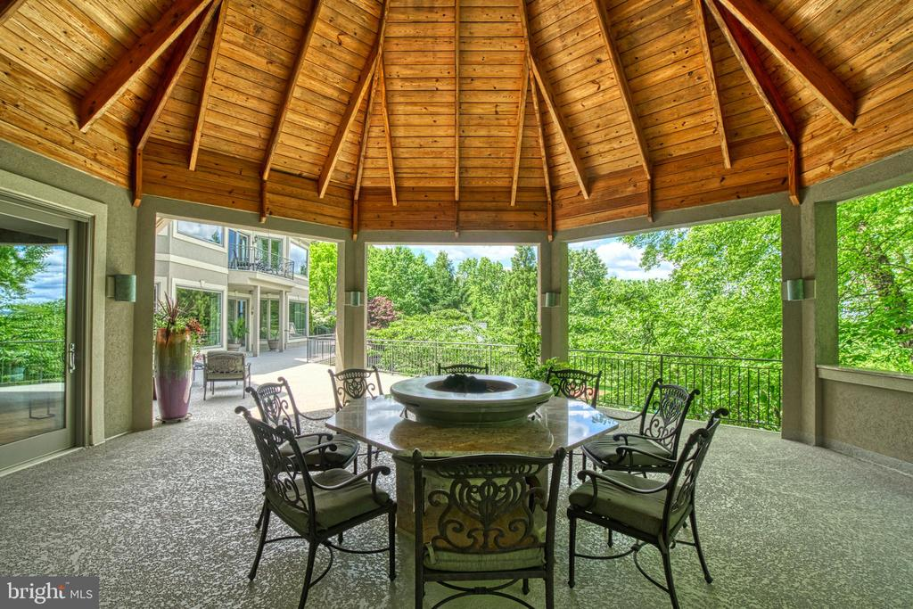 Covered gas fire pit - 40310 HURLEY LN, PAEONIAN SPRINGS