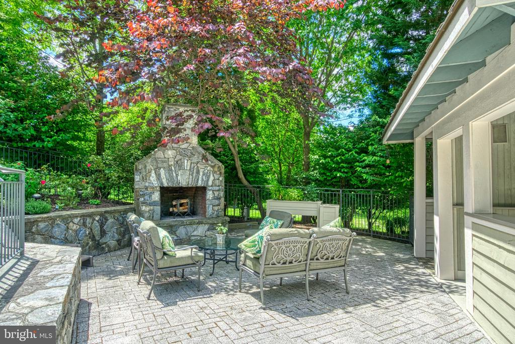 Log fire place - 40310 HURLEY LN, PAEONIAN SPRINGS