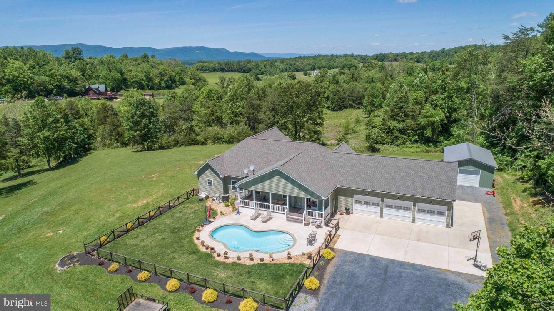 Single Family Homes para Venda às Bentonville, Virginia 22610 Estados Unidos
