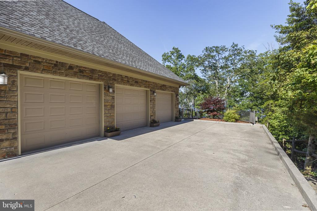 - 2377 PARK CHESAPEAKE DR, LUSBY