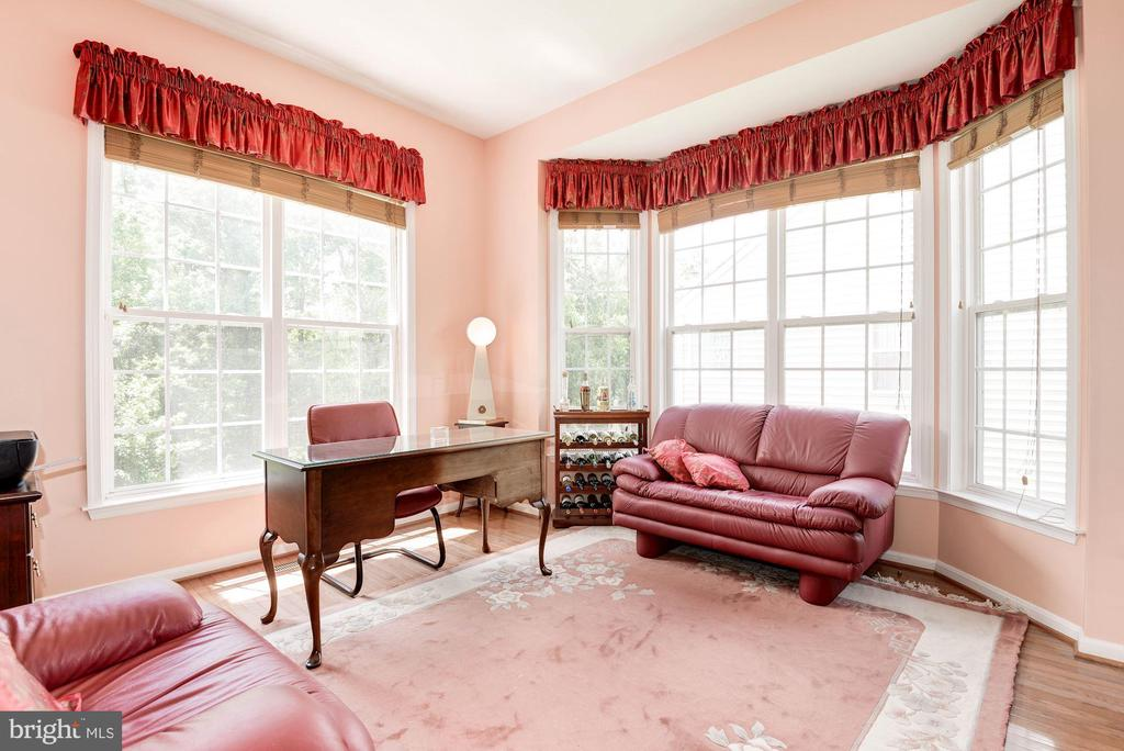 Study/Office with Bay Windows - 7104 AYERS MEADOW LN, SPRINGFIELD