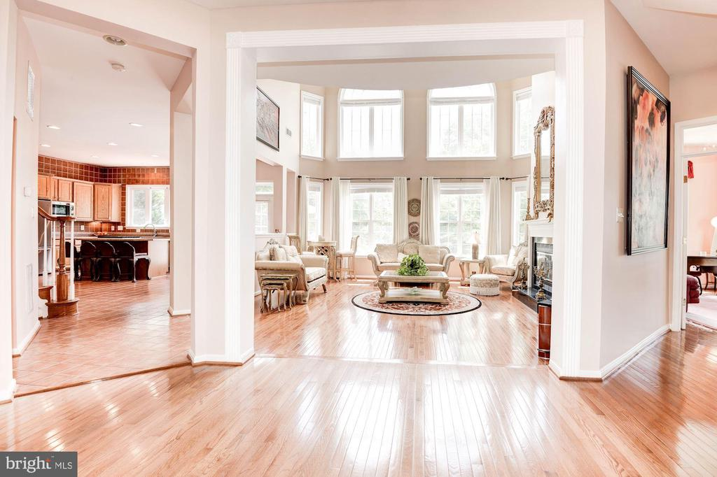 Stunning Two-Story Family Room - 7104 AYERS MEADOW LN, SPRINGFIELD