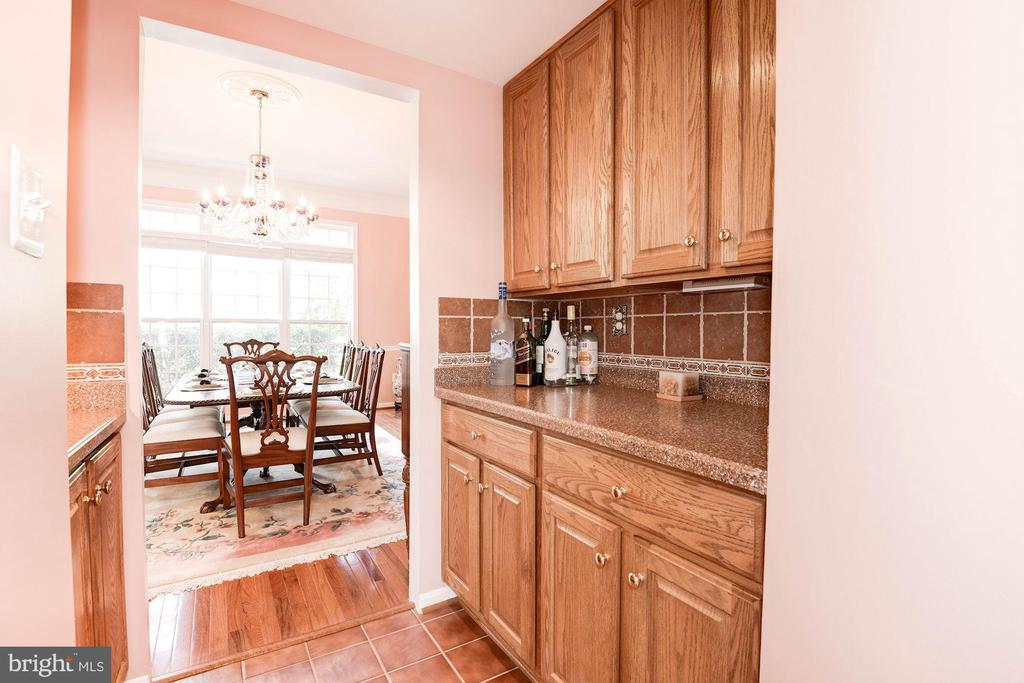Butler's Pantry - 7104 AYERS MEADOW LN, SPRINGFIELD