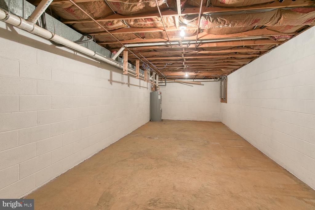Even more storage room! - 7185 REBEL DR, WARRENTON