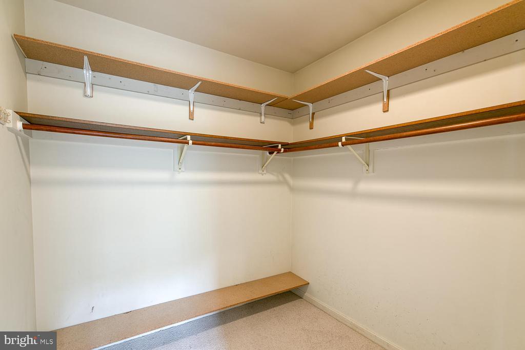 Master closet - 7185 REBEL DR, WARRENTON