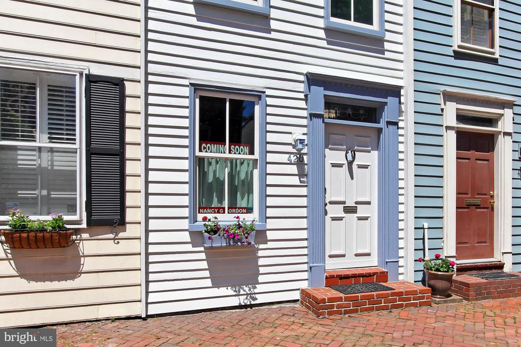 Come inside and take a look - 420 N COLUMBUS ST, ALEXANDRIA